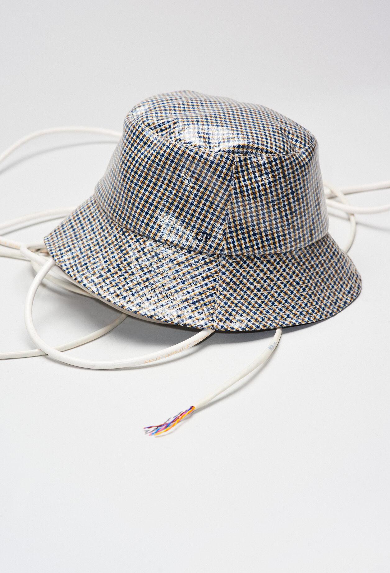 Chapeau de pluie à carreaux